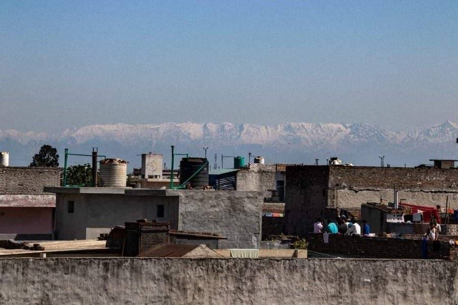 Himalayan Mountains Visible for the First Time in Decades From India Due to the COVID-19 Lockdown