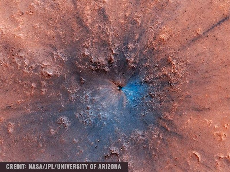 NASA's Mars Orbiter Snaps An Astounding Photo of a New 50-Foot Crater