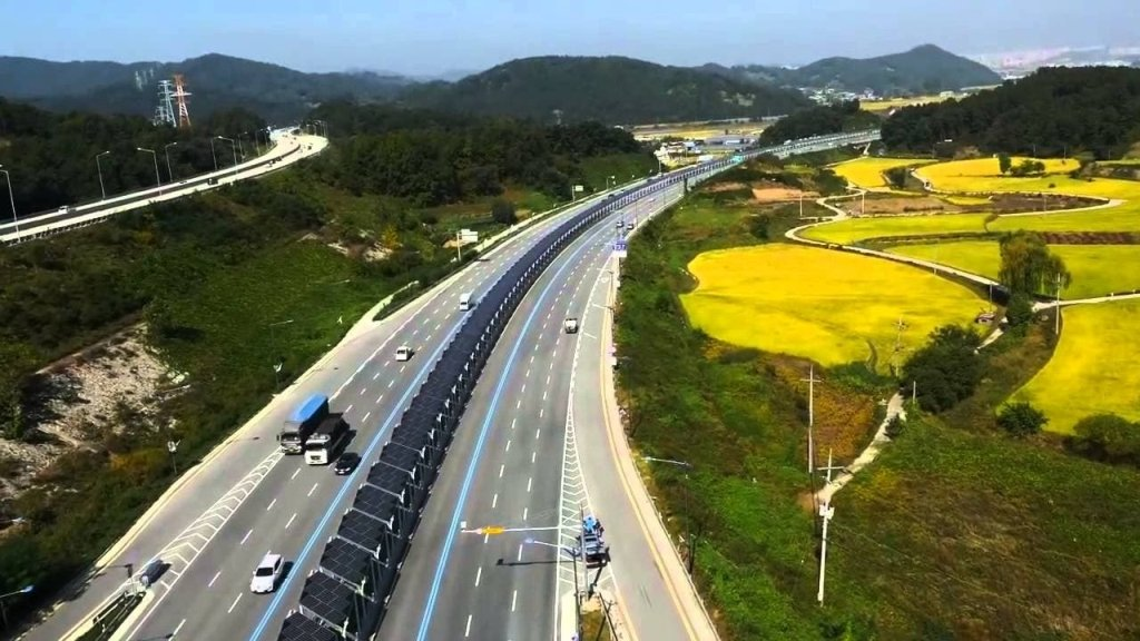 South Korea Has a 20 Mile Solar Bike Lane Covered in Solar Panels in the Middle of a Highway